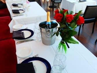Bateaux dinner cruise in New York - Romantic Dinner