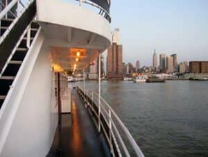 Boat Tours by night in New York