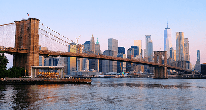Brooklyn Bridge in New York - Skyline