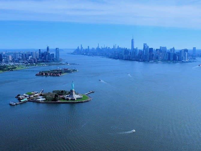 New York Helicopter Tour - Statue of Liberty & Downtown