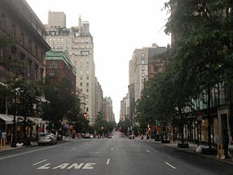 Upper East Side Shopping in NYC - Streetview