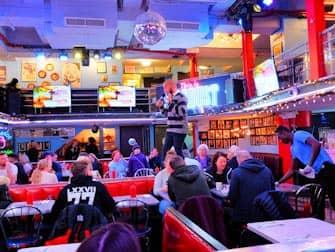 Breakfast in New York - Ellens Stardust Inside