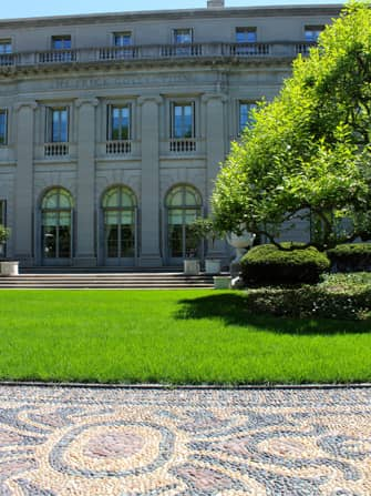 The Frick Collection in New York - Front Garden