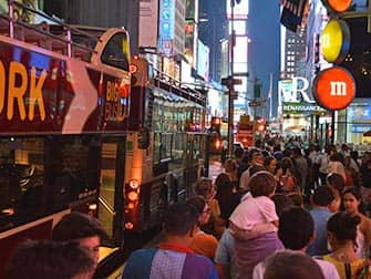 Big Bus in New York - people waiting