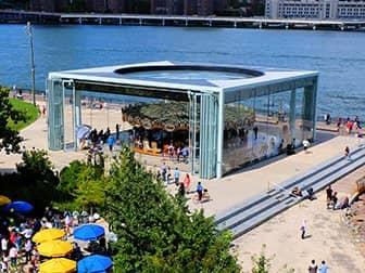 Brooklyn Bridge Park in New York - Jane's Carousel