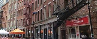 Dining in Stone Street in New York