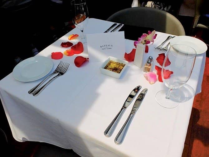 Bateaux Lunch Cruise in New York - Romantic Lunch